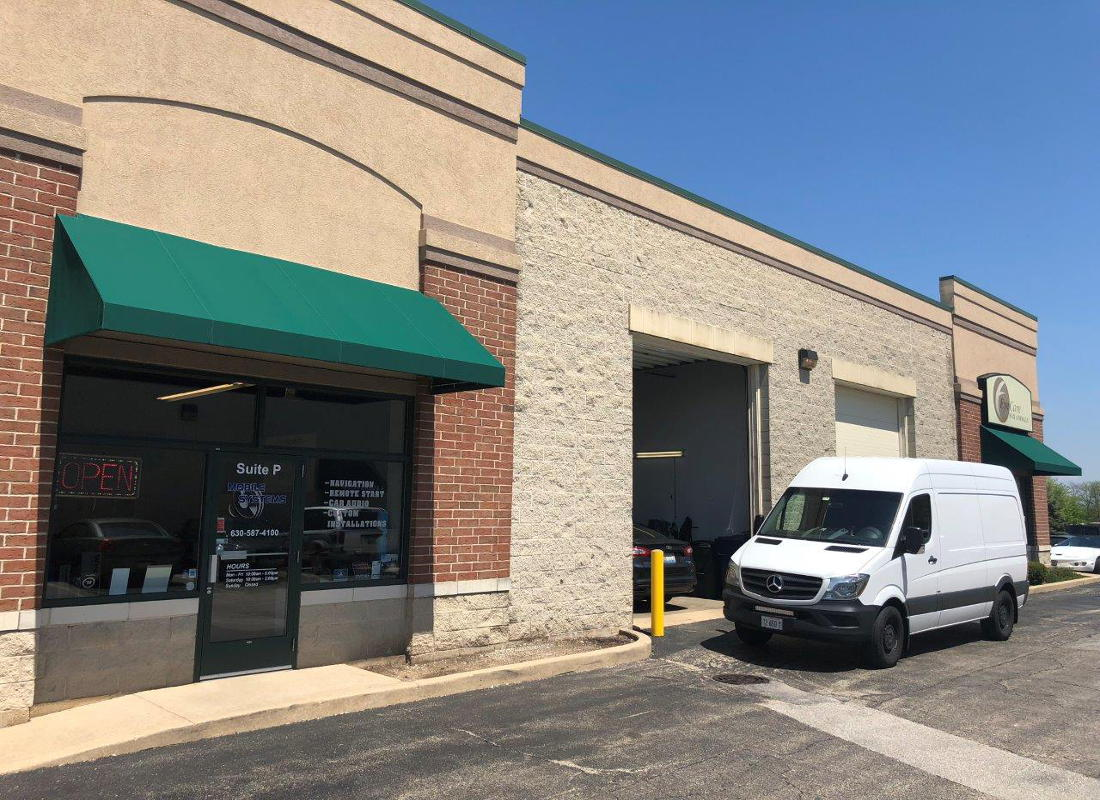 Industrial flex unit with retail presence in desirable Saint Charles, IL location